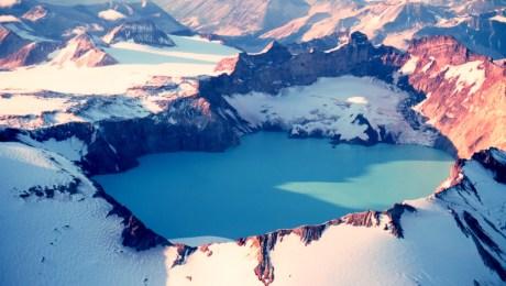 The 3 x 4½ km summit caldera of Mount Katmai, Alaska, that formed after the 1912 VEI 6 Novarupta eruption (Wiki)