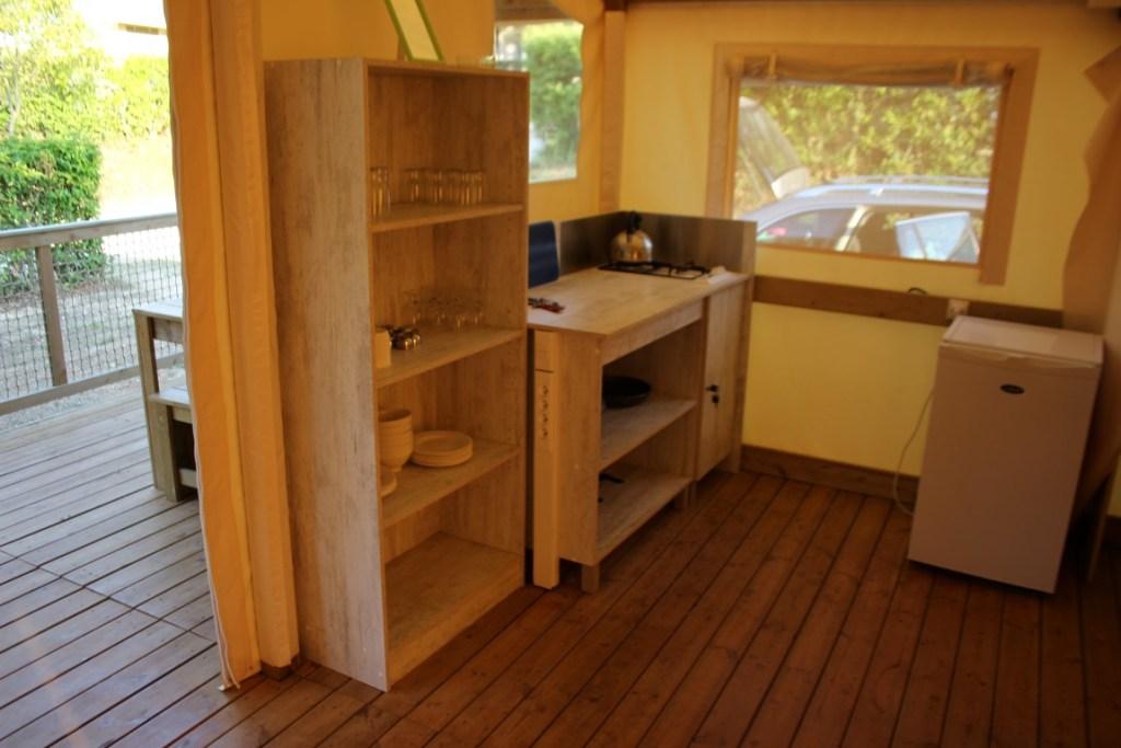 keuken van de safaritent Camping resort Lanterna in Porec Tar