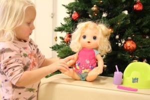 review-baby-alive-hasbro-dans-praat-plas-pop
