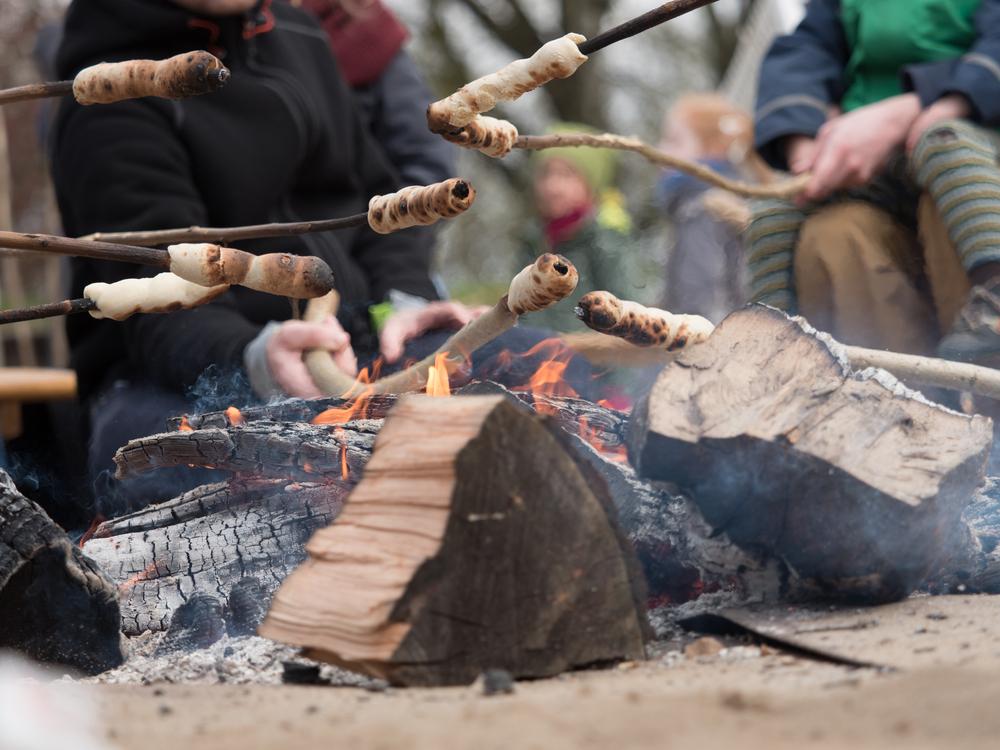 bakken-stokbrood-spies-vuurkorf-kampvuur-vuurschaal