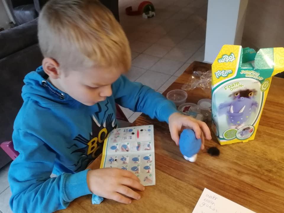totum-knutselen-robot-klei-foam-review