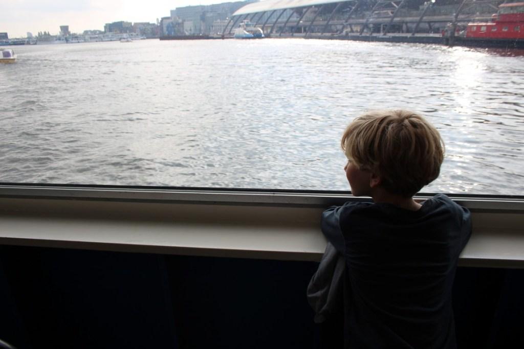 gratis-uitje-amsterdam-boot-pont-varen