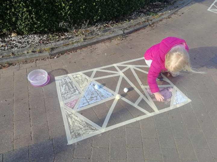 stoepkrijt voorbeeld challenge schilderstape diy stoepkrijten