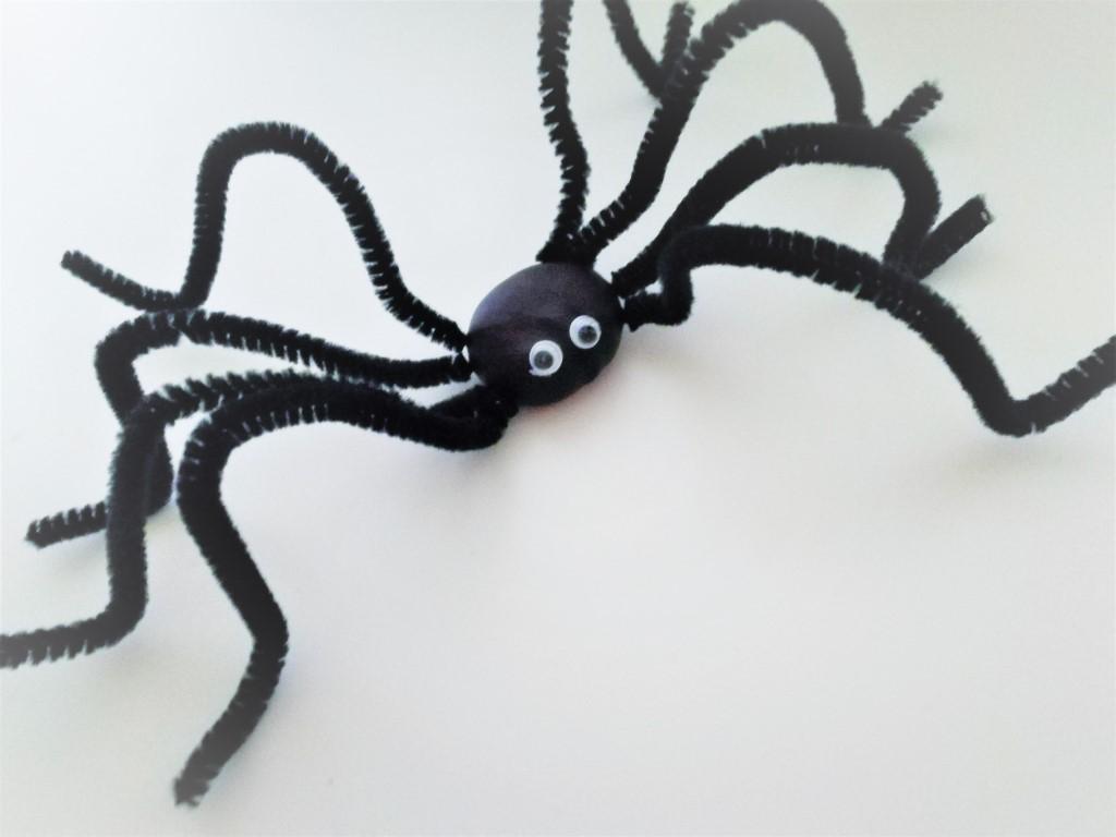 Kastanje dieren knutselen - Spin met kastanjes maken