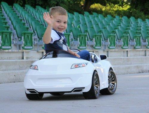 Elektrische kinderauto 2020 - De beste, tips aanschaffen en ervaringen