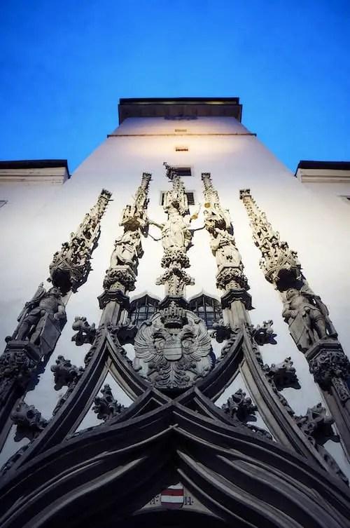 Brünn - Skulpturen am Alten Rathaus