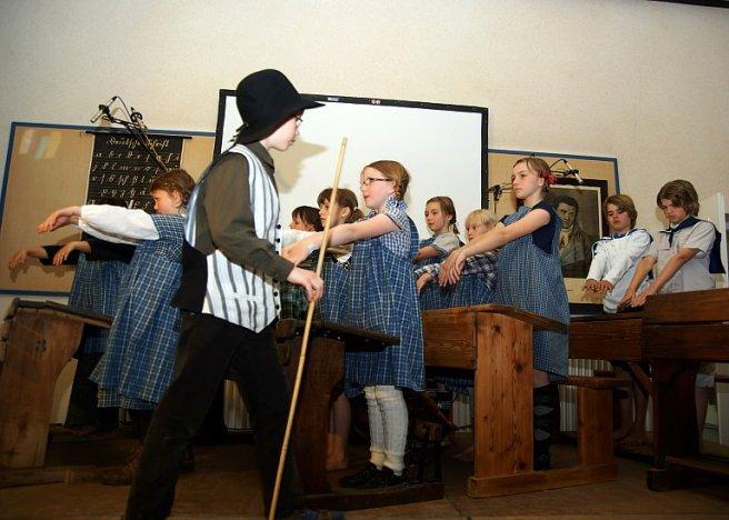 Schulfest Grundschule Karlshöfen 100 strenge Lehrer