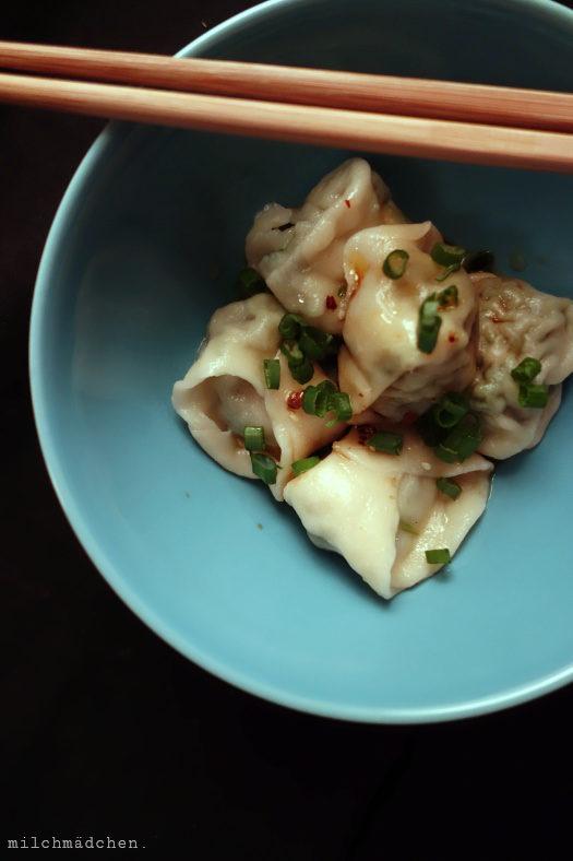 Weniger Mehr. Und Wan Tans mit Chiliöl und Würz-Sojasauce.