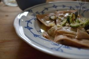 Spargel-Ravioli in Sahne-Sauce   milchmädchen.