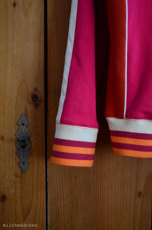 Yes, it sparks joy: Ottobre-Sweatjacke in Orange und Pink & Landlust-Tuch in fast denselben Farben