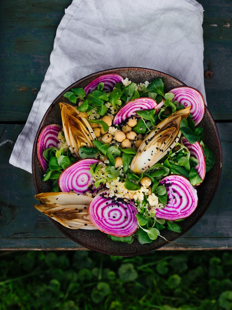 Kringelbeete Salat mit karamellisiertenChicorée Herzen