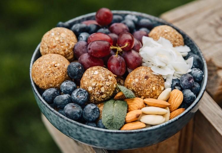 Banana Bread Balls – Mehr als 60 Rauszeit Rezepte gibt es in meinem neuen Buch – VAN LIFE KITCHEN – Die Abenteuer Outdoor Küche