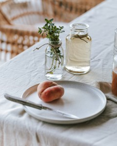 Erfrischung pur: Pfirsich Thymian Spritzer