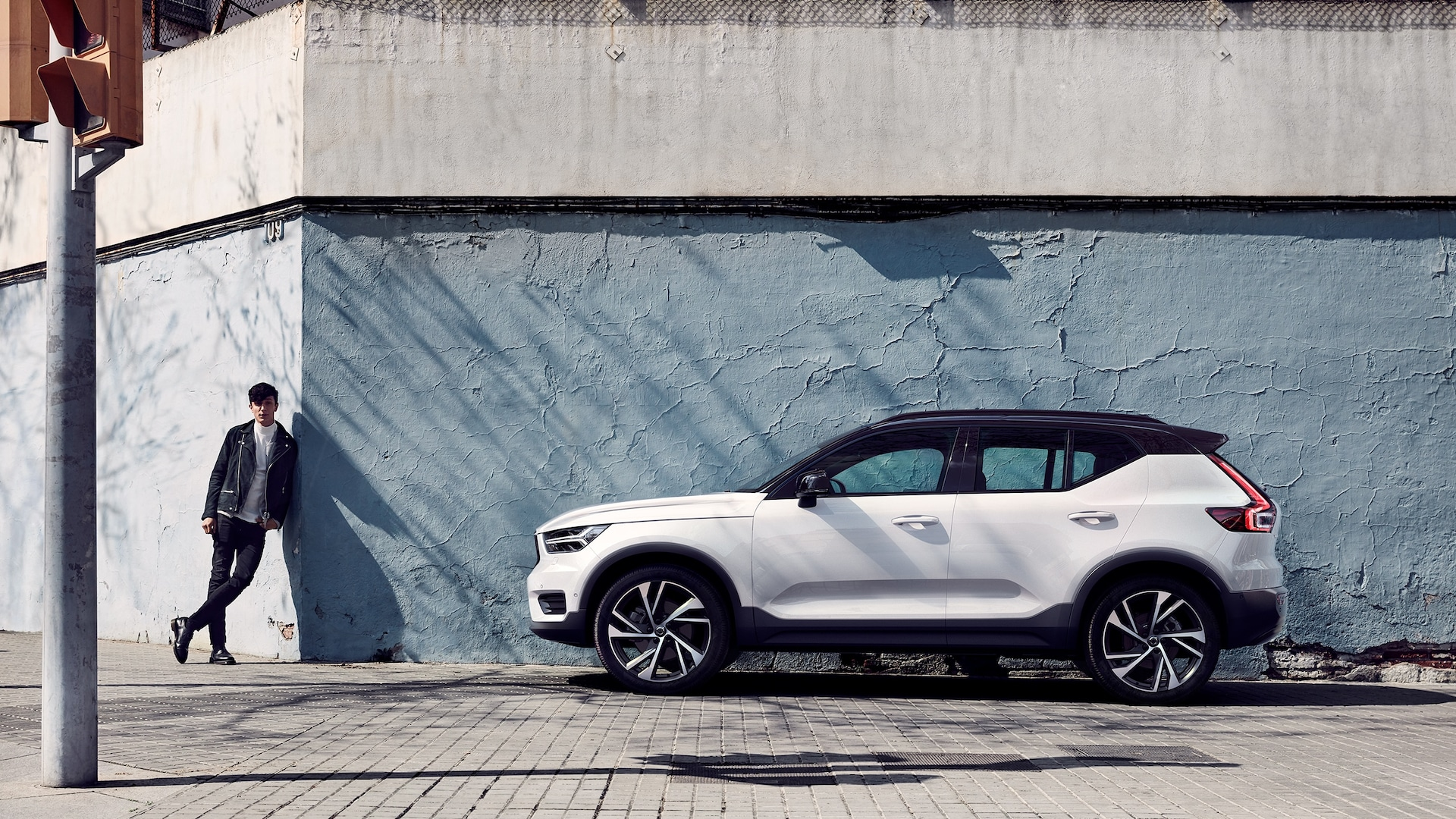Compare the cadillac xt4, cadillac xt5, and volvo xc40 side by side to see differences in performance, pricing, features and more Volvo Xc40 Compact Suv Volvo Cars