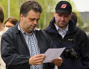 Ola Olsson och Håkan Bylund diskuterar upplägget under dagens träff