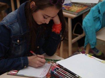 На Волині діти пишуть листи українським солдатам