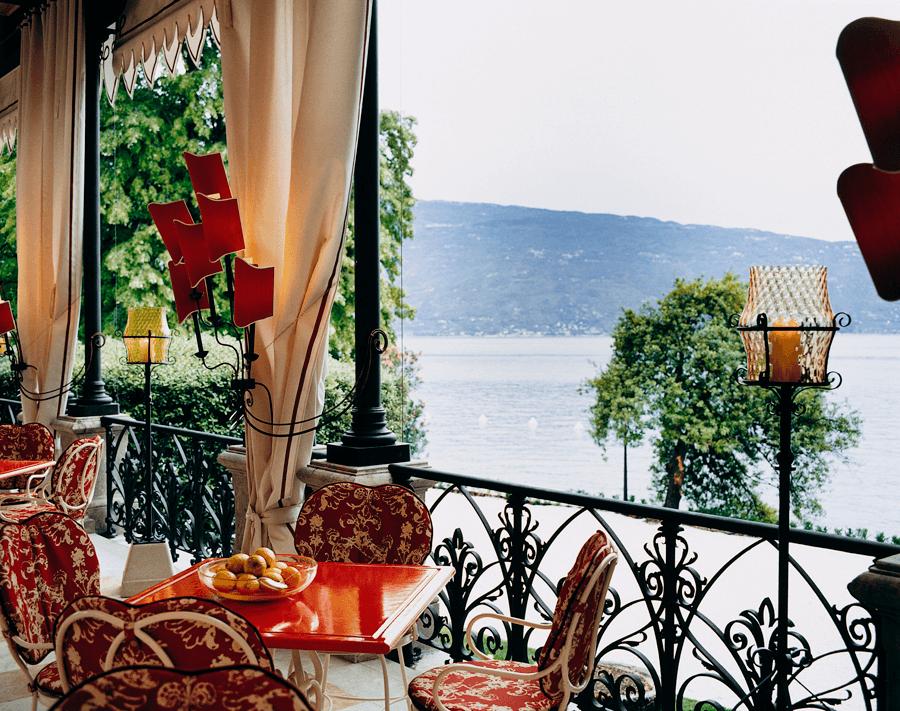 VONsociety: Villa Feltrinelli, Pergola mit Blick auf den See