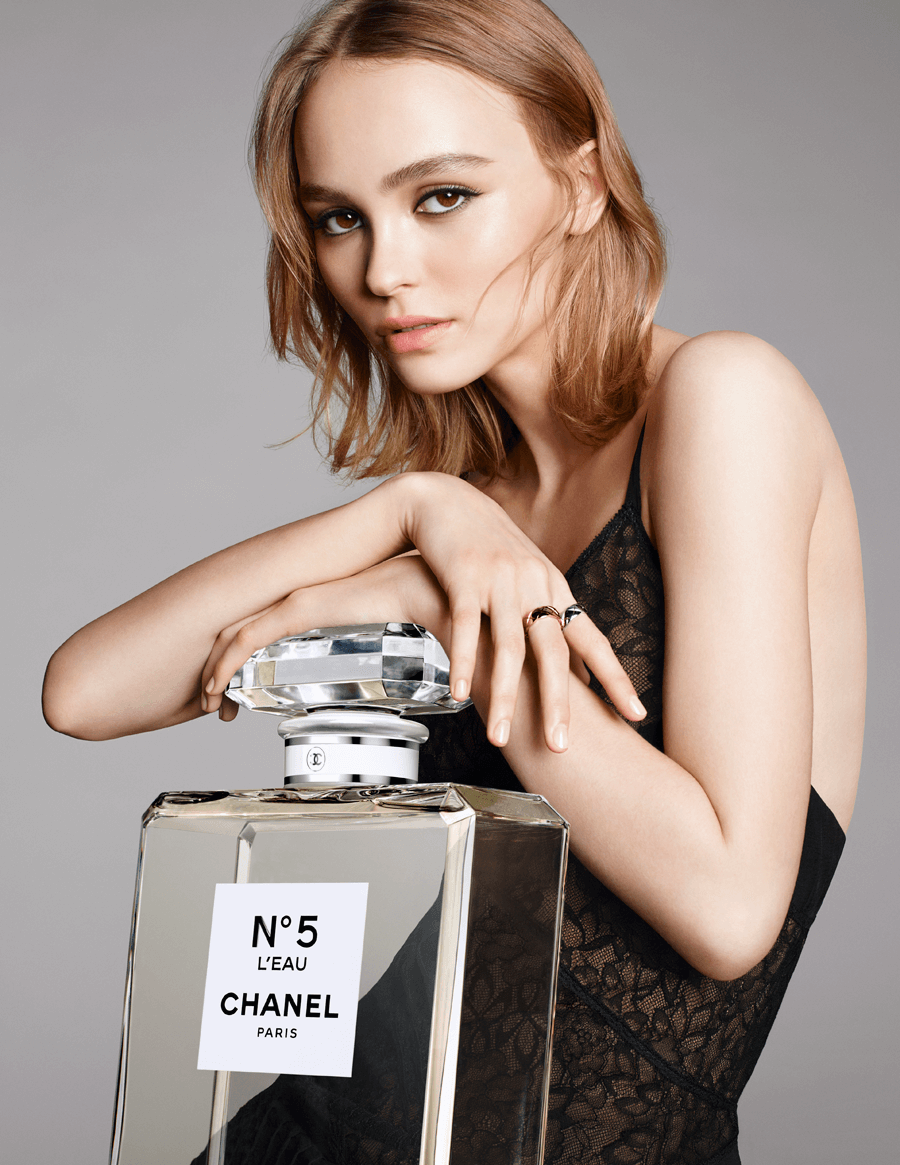 VONsociety: N°5 L'Eau, Ad Visual mit Lily-Rose Depp © CHANEL
