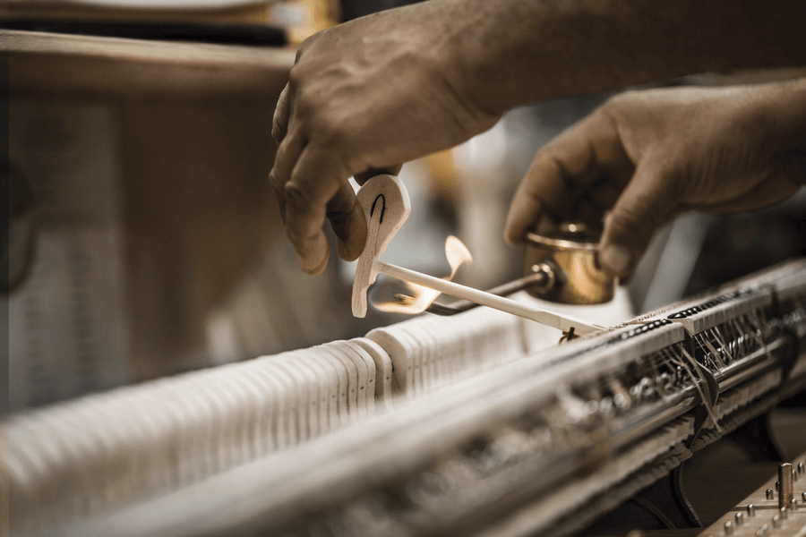 VONsociety: Spiro Steinway & Sons, Intoneuer