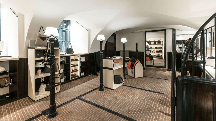 VONsociety: Event: MAYBACH Brillen & Leder-Accessoiresr, Maybach Saddlery in der ehemaligen historischen Pferdestallung © Maybach Luxury