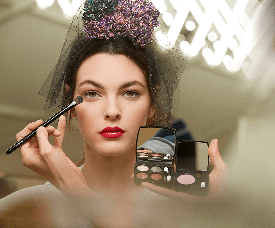 VONsociety: Backstage CHANEL Makeup Haute Couture Show Spring Summer 2018, Ombre Première N°12 Rose Synthétique, LES 4 OMBRES Éclat Énigmatique