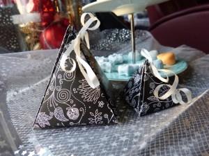 Pyramide als Verpackung für Badebombe