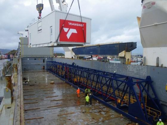 Loading Liebherr crane parts in Fenit © InMaCCon