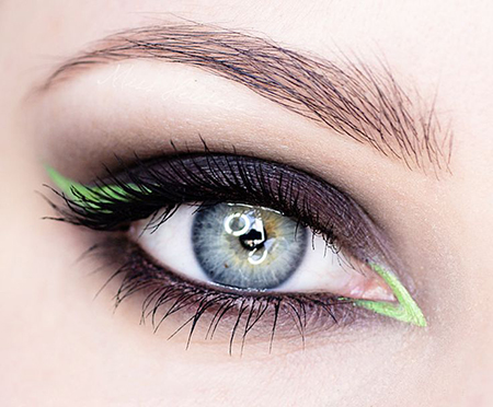 maquillaje colorido delineado