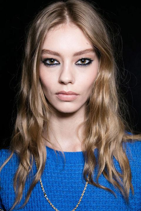 hbz-fw2016-makeup-trends-black-grease-versace-bks-a-rf16-8554