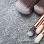 Brochas de maquillaje para el rostro: ¿cuáles son las básicas para tu kit?