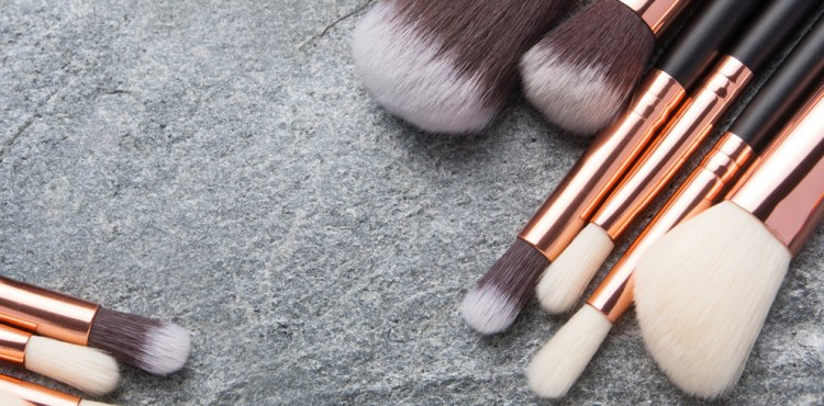 brochas de maquillaje básicas para tu kit