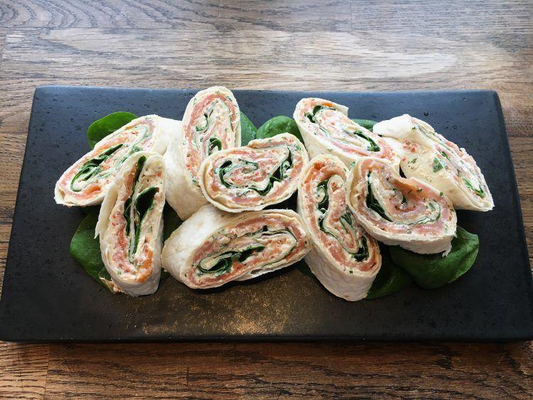 Lakseroulade med spinat og flødeost