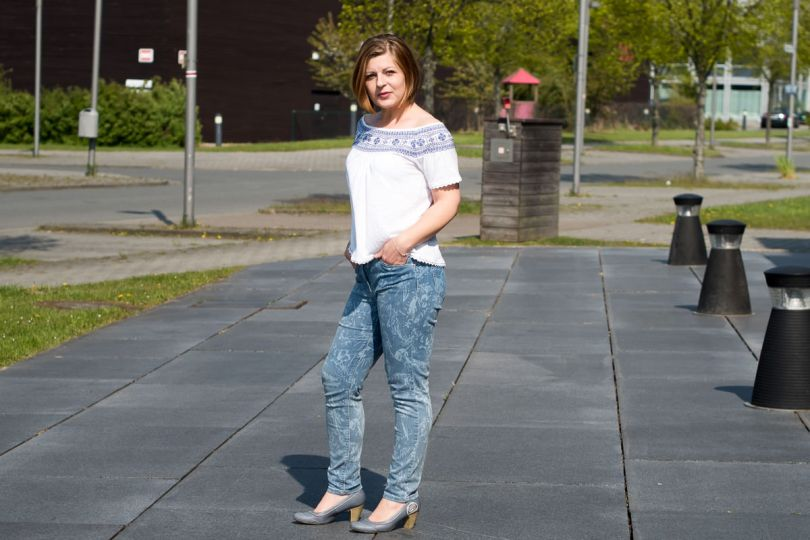 Betty Barclay Blumenprint Jeans Offshoulder Outfit Sommer.ORF