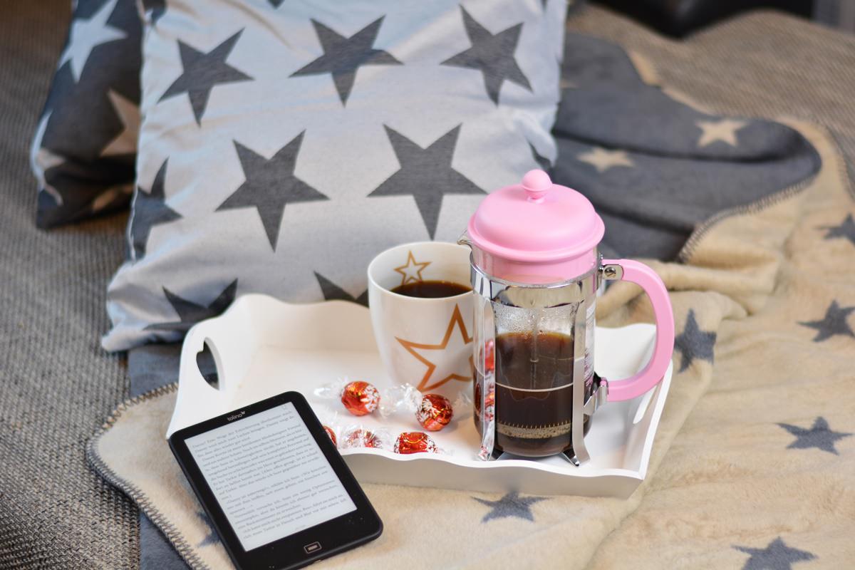 Gemütliches Zuhause - Decken, Kissen, Sterne, ein Buch, guter Kaffee und Erwin Müller [+Gewinnspiel]