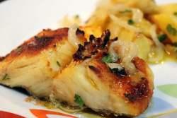 Bacalhau no forno com cebolada