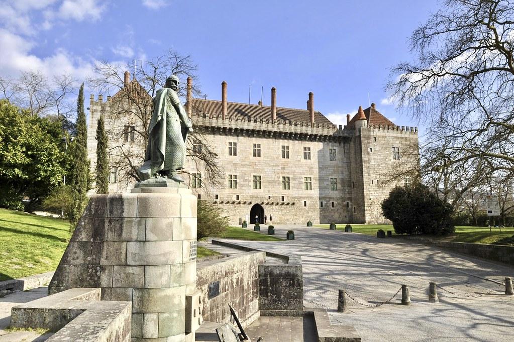 Paço dos Duques de Bragança (Guimarães)