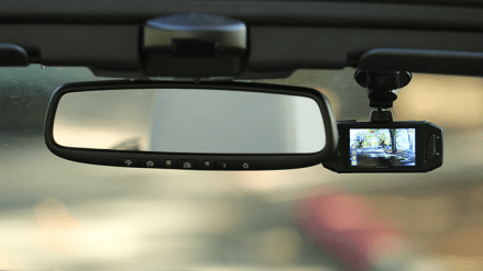 How do dashcams work? Dashcam installed by rear view mirror