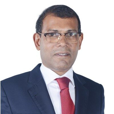 Maldives parliamentary leader Mohamed Nasheed escaped an assassination attempt