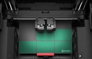 Le plateau de fabrication de l'imprimante 3D raise
