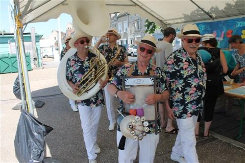 Le groupe Hot Swing Orchestra a animé la fête sur des airs de Nouvelle Orléans.