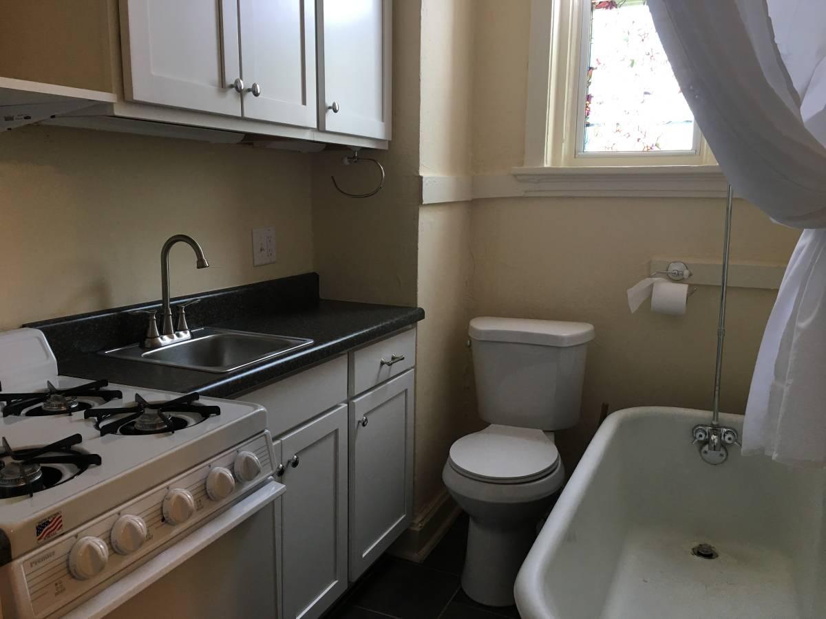 St Louis  St Louis Apartment With Kitchenbathroom