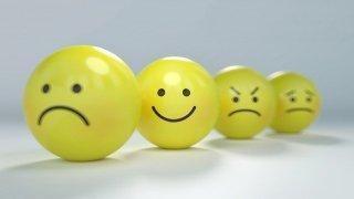 boulettes jaunes aui sourient somt tristes etc...