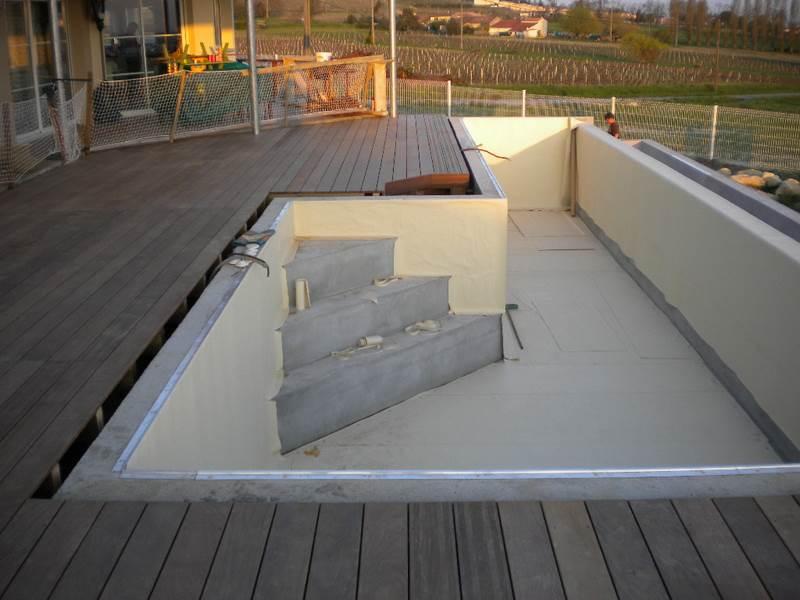 Terrasse mixte bois et dalles elegant dalles grs kandla for Poser carrelage terrasse dalle beton
