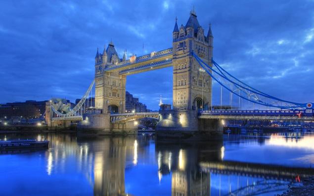Bon Dimanche  ....   Pentecôte  Tower-bridge