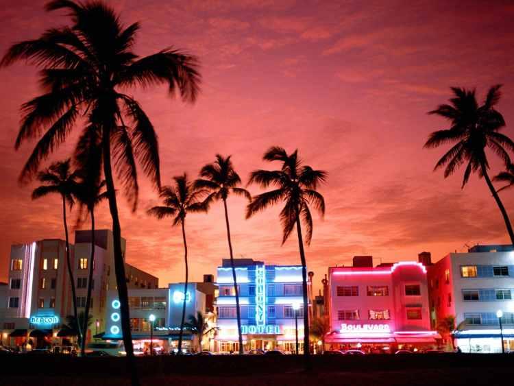 Neon-Nightlife-South-Beach-Miami-Florida
