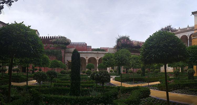 Le palais d'alcazar à Séville, l'un des plus beaux du monde