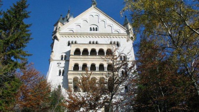 A ponte vista do Castelo da Cinderela da Alemanha