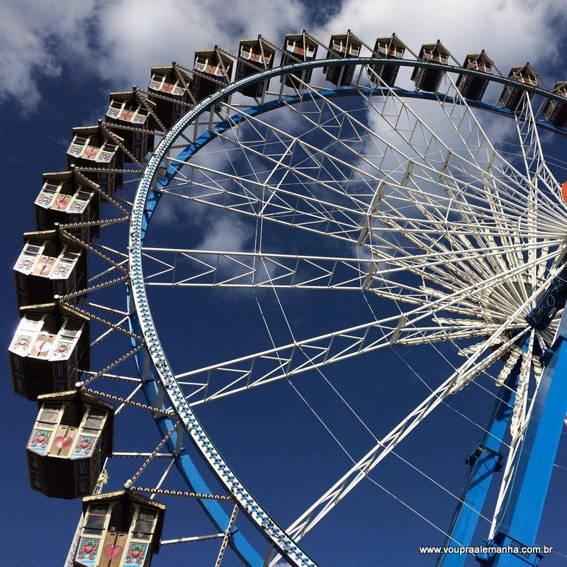 A roda-gigante é uma das principais atrações da Oktoberfest da Alemanha, realizada anualmente em Munique