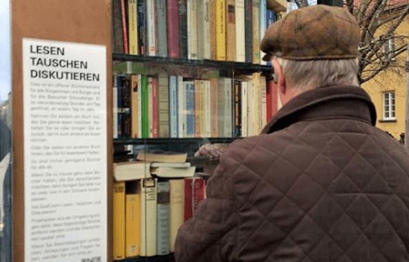 Estante pública de livros