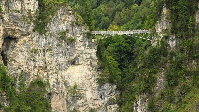 A Ponte de Maria, no castelo Neuschwanstein, a cerca de 90 metros de altura.